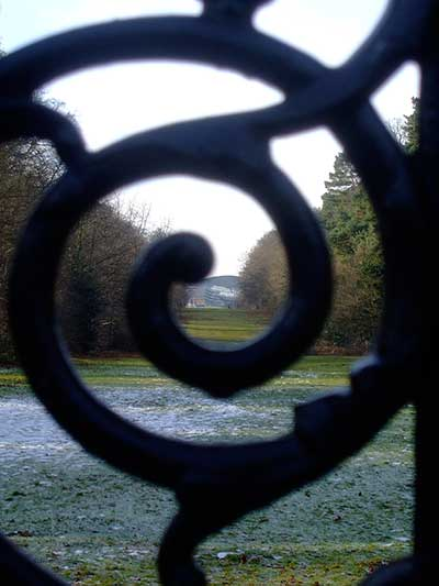 old-iron-gates-at-ascot-racecourse